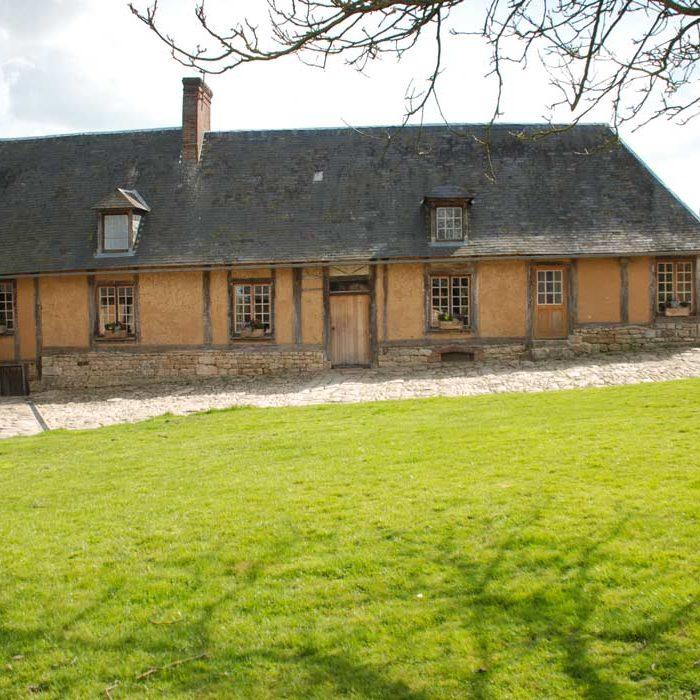 Vue extérieure bâtisse Domaine Duclos Fougeray Saint-Michel-d'Halescourt Terroir