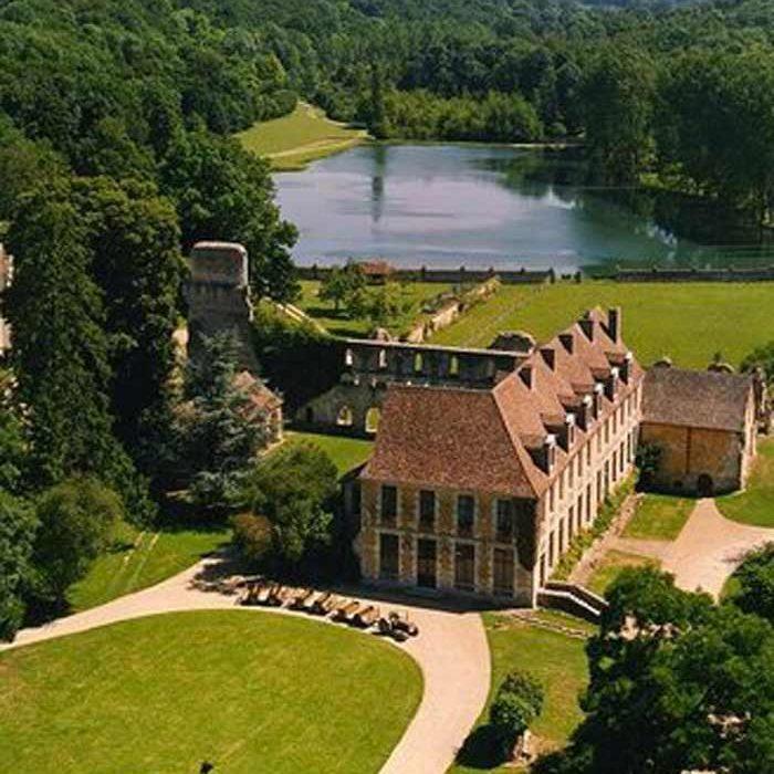 Vue aérienne Abbaye de Mortemer à Lisors culture et patrimoine