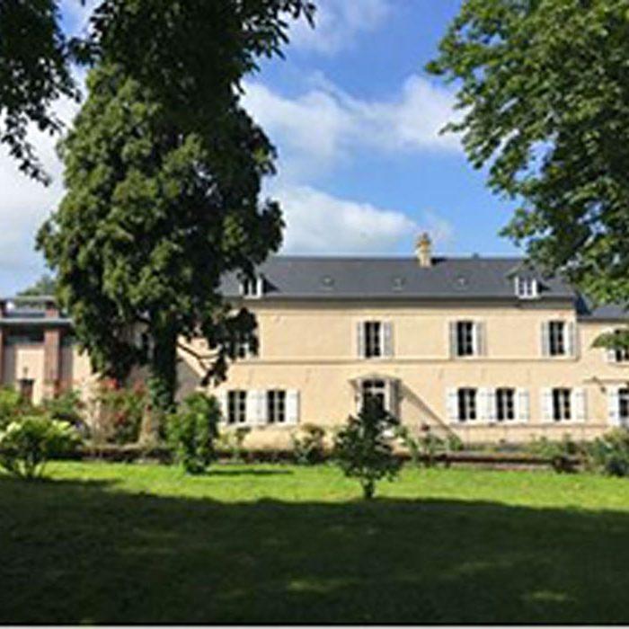 Vue extérieure établissement Les Chambres de l'Abbaye à Saint-Germer-de-Fly