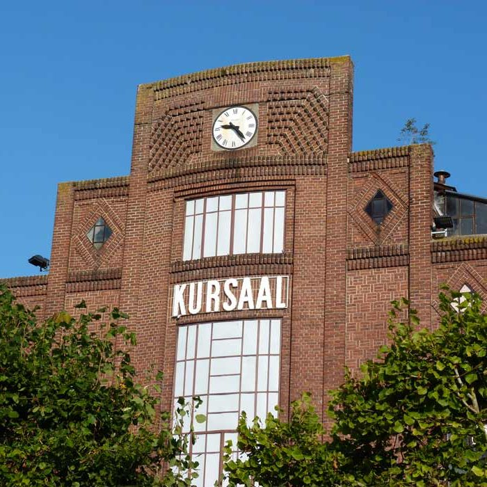 Vue extérieure horloge bâtiment Cinéma Les Ecrans Gournay-en-Bray Culture et Patrimoine