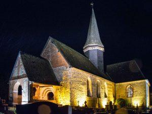 Église de Saint-Lucien de nuit